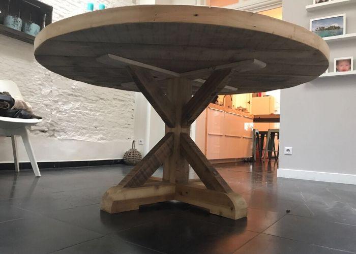 ronde oude balken tafel van onderen