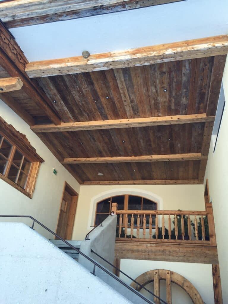 Plafond van sloophout