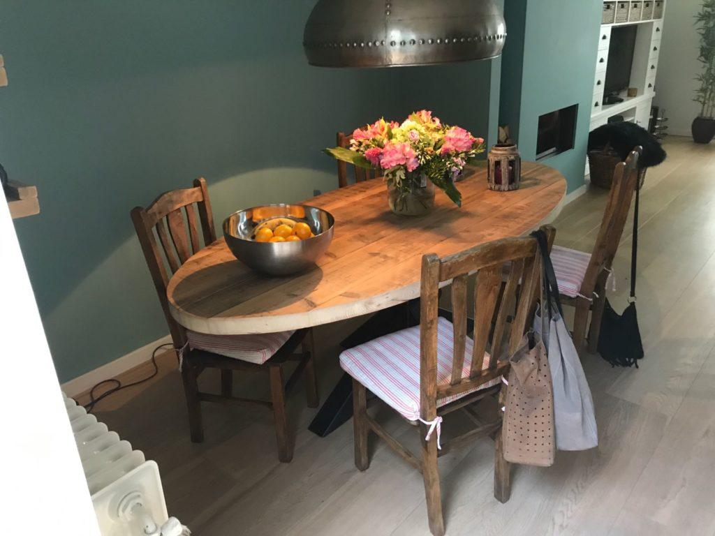Oude balken tafel