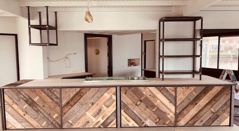 Duurzame sloophout-bar horeca