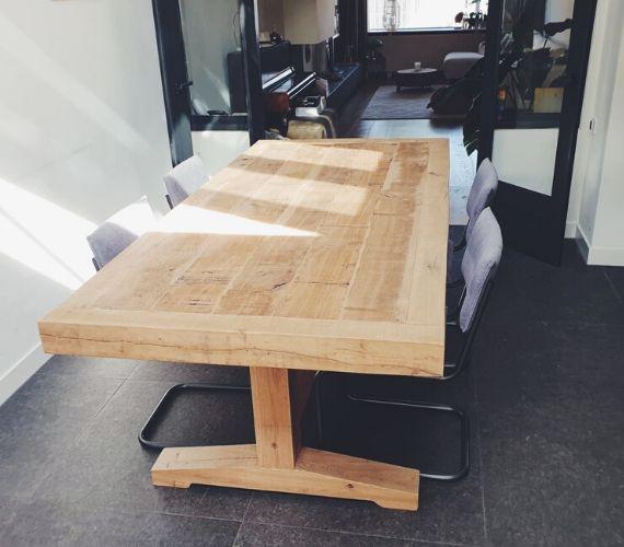 Eikenhouten tafel met eikenhouten frame