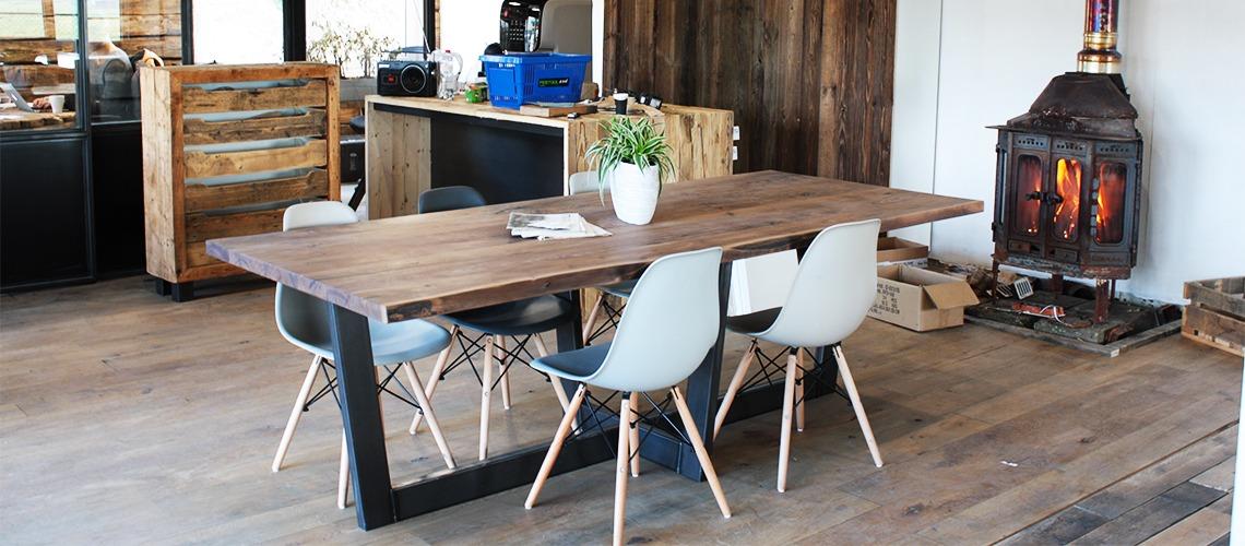 Notenhouten tafel uit showroom