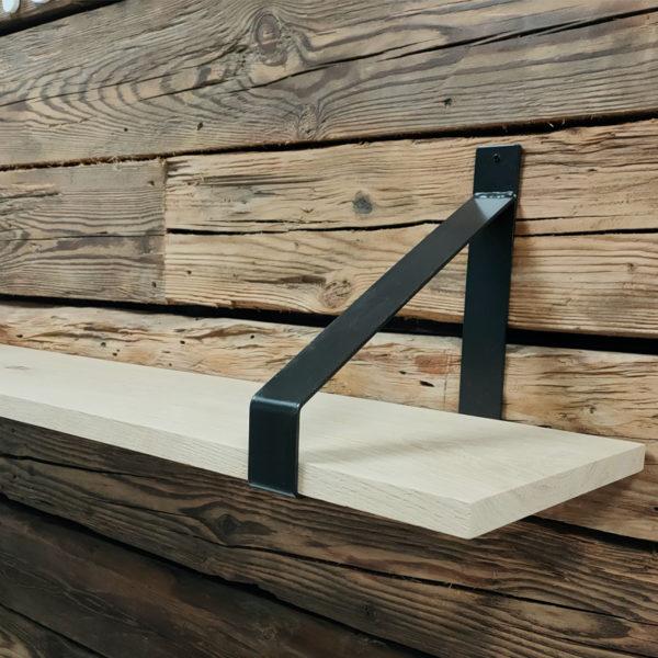 eiken plank met stalen beugels