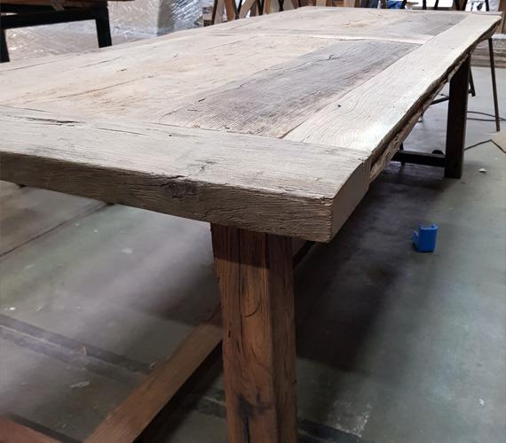 barnwood tafel van dichtbij