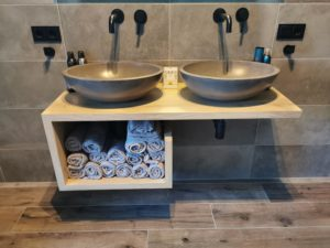 Badkamermeubel van hout